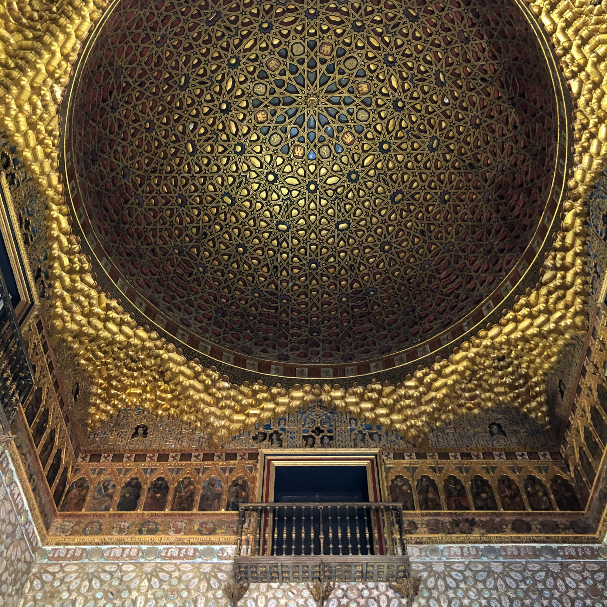 gold detailed ceiling
