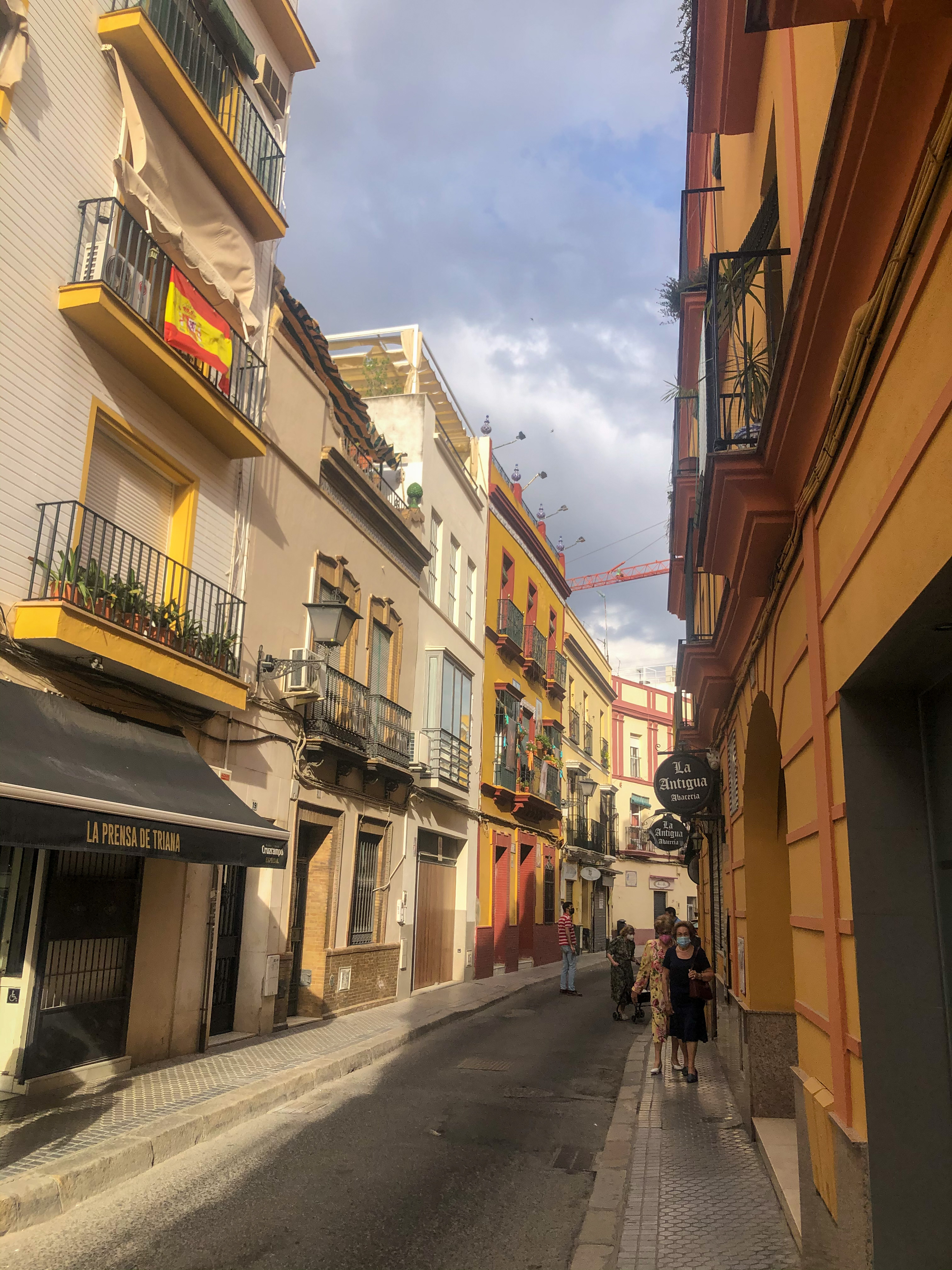 Picture of a residential street in Sevilla